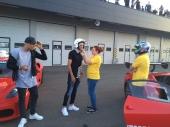 Zaza e Berardi: calciatori italiani, entrambi attaccanti del Sassuolo e della Nazionale italiana. Pronti per il giro in Ferrari all'Autodromo di Modena.