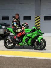 Jonathan Andrew Rea (Ballymena, 2 febbraio 1987): pilota motociclistico britannico, campione mondiale Superbike nel 2015, 2016, 2017 e 2018. In questa categoria è il pilota con il maggior numero di vittorie nelle singole prove, al termine del mondiale 2018 ha raggiunto i 71 successi.